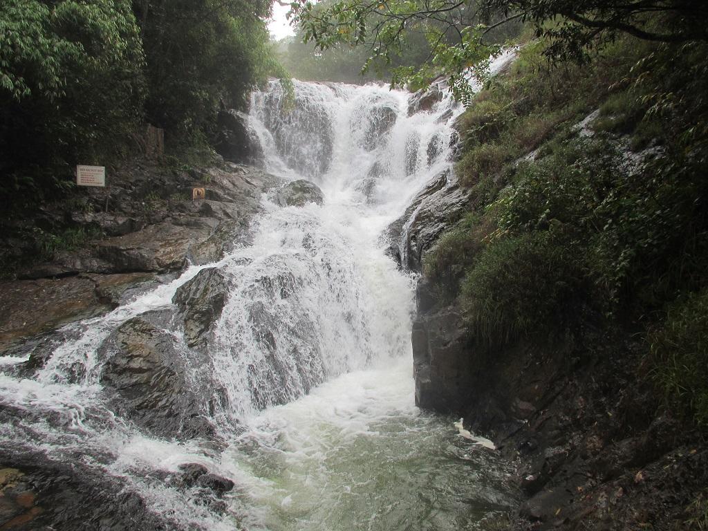 Wasserfall am Wegrand!